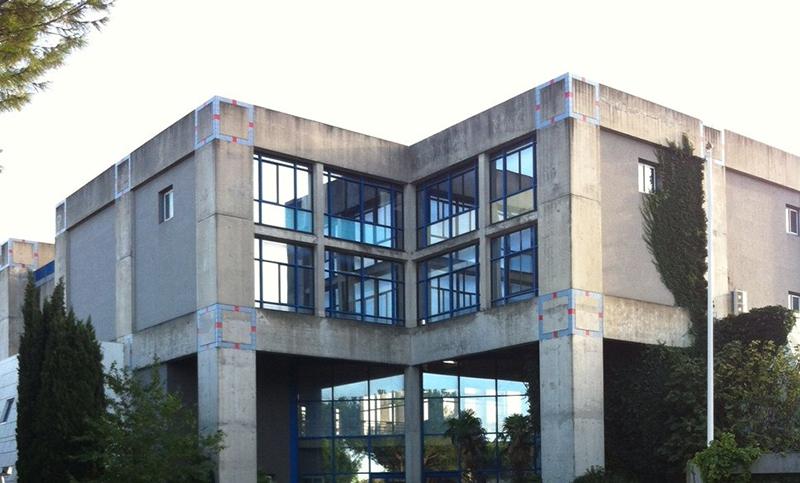 Bâtiment ecole de Nîmes - Groupe Ecole de Commerce de Lyon
